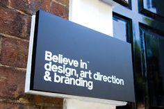 이미지 출처 http://www.identitydesigned.com/images/believe-in/believe-in-signage.jpg