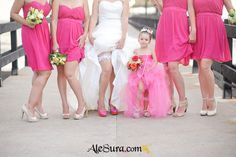 Love this picture, especially to give to the flower girl - omg @Nia Sarinastiti Crist