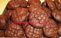 Cupcakes κωκ!Αφράτη ζυμη γεμιστή με βελουδινη κρεμα και γλασσο σοκολατας για επικαλυψη συνθετουν τα πιο απιθανα cupcakes με γευση απο τα κλασικα και αγαπημενα κωκ! ΓΙΑ ΤΑ CUPCAKES 400 γρ. αλεύρι 350 γρ. ζάχαρη 250 γρ. βούτυρο 4 αυγά 250 ml