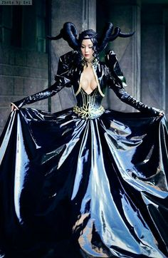 """Lady Narven (Anna) as Flaus from """"The Record of Lodoss War: the Lady of Pharis"""", the madness dream episode Mode Latex, Latex Gif, Le Net, Latex Cosplay, Vinyl Dress, Vinyl Clothing, Gothic Corset, Gothic Dress, Outfits"""