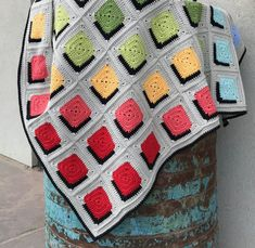 Double A Design Blanket : Free Crochet Pattern - Annelies Baes - Granny Square Crochet Afghans, Afghan Crochet Patterns, Free Crochet, Blanket Crochet, Granny Square Crochet Pattern, Crochet Squares, Crochet Granny, Granny Square Häkelanleitung, Granny Squares