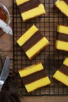 Lapis surabaya mewah dan mudah Indonesian Desserts, Indonesian Food, Indonesian Recipes, Delicious Cake Recipes, Yummy Cakes, Lapis Surabaya, Bolu Cake, Ogura Cake, Sponge Cake Roll