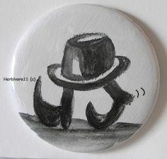 AUF WANDERSCHAFT Nr. 2 von Herbivore11 Flaschenöffner Button Magnet Unikat Hut