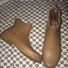 39e135fb5e1 Shop Men s size 10 Rain   Snow Boots at a discounted price at Poshmark.  Description  Men s Hunter Rain Boots Only Worn Twice- Tag On Left Boots Is  Chewed.
