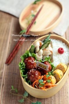Bento box featuring sweet meat dumplings, carrot slaw, tamagoyaki, okra, and rice with umeboshi Japanese Lunch Box, Japanese Food, Bento Box Lunch, Aesthetic Food, Lunches And Dinners, I Love Food, Food Photo, Asian Recipes, Food And Drink