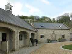 Great idea to inset the doors of the stalls, leave the windows open without the rain getting in :) horse stables Equestrian Stables, Horse Stables, Horse Farms, Dream Stables, Dream Barn, House With Stables, Holiday Cottages To Rent, Stone Barns, Tallit