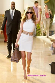 love Jennifer. love the shoes, the belt, the dress, the bag, the sunglasses and this whole movie!