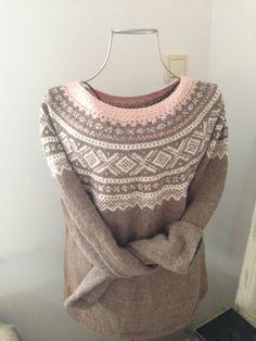 StrikkeogHekleLise Fair Isle Knitting Patterns, Knitting Stitches, Knit Patterns, Clothing Patterns, Baby Knitting, Drops Alpaca, Norwegian Knitting, Nordic Sweater, How To Start Knitting