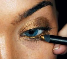 How to: Hot Gold Smoky Eyes. - Click for more...