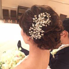 画像に含まれている可能性があるもの:1人以上、花、クローズアップ Wedding Hairstyles, Crown, Fashion, Moda, Corona, Fashion Styles, Wedding Hair Styles, Wedding Hair, Fasion