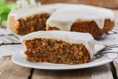 This scrumptious easy carrot cake recipe was given to me by Michelle, my dear friend Chrissy's daughter. Low Fat Carrot Cake, Easy Carrot Cake, Healthy Carrot Cakes, Low Fat Desserts, Easy No Bake Desserts, Raw Desserts, Frosting Recipes, Cake Recipes, Dessert Recipes
