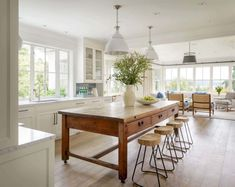 Are you searching for ideas for farmhouse kitchen? Check this out for amazing farmhouse kitchen ideas. This farmhouse kitchen ideas appears to be completely amazing. Farmhouse Kitchen Island, Modern Farmhouse Kitchens, Home Kitchens, Farmhouse Decor, Kitchen Modern, Farmhouse Sinks, Functional Kitchen, Small Kitchens, Dining Table In Kitchen