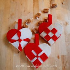 Heart decorations home Natural Christmas Ornaments, Christmas Hearts, Felt Ornaments, Holiday Ornaments, Christmas Diy, Christmas Craft Projects, Holiday Crafts, Sewing Crafts, Diy Crafts