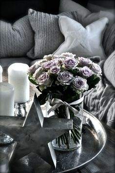 Coffee Table Decor | cluster of candles, bouquet of roses, & a star decoration | Villa Paprika.