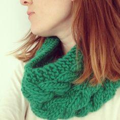 DIY : Tuto d'un snood à torsade par Charlov Crochet Collar, Knit Crochet, Couture Sewing, Cowl Scarf, Free Knitting, Bonnets, Scarf Patterns, Knits, Knitting Patterns