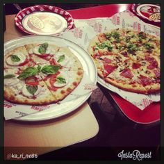 Thanks for sharing your #BMPP s pizza @Big Mama's & Papa's Pizzeria a enjoy! #PyramidOfPizza #BMPP