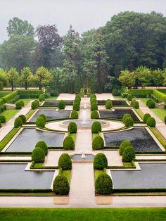 Water Parterre of the Oheka Estate Formal Gardens, Outdoor Gardens, Landscape Architecture, Landscape Design, Formal Garden Design, Home And Garden Store, Parks, Plein Air, Water Garden