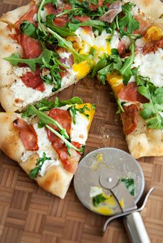 Pizza with prosciutto, mozzarella, an egg and fresh arugula || I ate a pizza similar to this at a restaurant and enjoyed it so I decided I want to make it at home. It turned out really delicious, actually