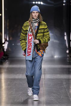 a2fc4b62bfbfb 54 Fascinating Versace Men FW19 images in 2019