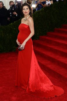 Celebrity bump watch: actress Lake Bell owned the red carpet at the #METGala last night
