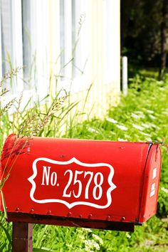 Love the red painted mailbox + lettering (Etsy!)