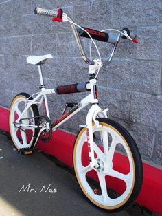 Vintage Bmx Bikes, Vintage Cycles, Old Bikes, Dirt Bikes, Vintage Skateboards, Bmx Cycles, Gt Bmx, Bmx Cruiser, Performance Bike