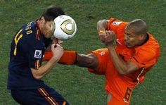 Spain's Xabi Alonso (L) gets a boot in his chest by Netherlands' Nigel de Jong as they fight for the ball during their 2010 World Cup final soccer match at Soccer City stadium in Johannesburg July 11, 2010.      REUTERS/David Gray/Files