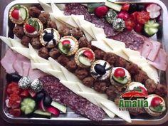 Aperitive reci - idei de platouri aperitive Food Design, Cobb Salad, Sandwiches, Food And Drink, Appetizers, Cheese, Type 3, Facebook, Photos