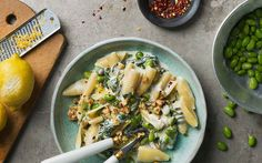 Pasta med sojabönor och citron Gnocchi, Pasta Salad, Chili, Healthy Lifestyle, Recipies, Healthy Recipes, Healthy Food, Yummy Food, Lunch