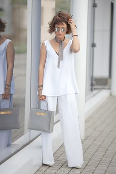 total-white-outfits-for-summer_wide-leg-trousers-outfit_balenciaga-cable-shopper-bag