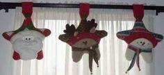 Résultats de recherche d'images pour «cortinas navideñas con luces» Felt Crafts, Crafts To Make, Christmas Crafts, Christmas Ornaments, Christmas Is Coming, Christmas Holidays, Merry Christmas, Felt Decorations, Christmas Decorations