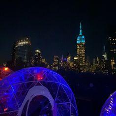 New York City:) . . . #igloobar #igloos #230fifthrooftop #230fifth #rooftopbars #igloobar #manhattanbar #nycrooftop #nycrooftops #coolbars #rooftoprestaurant #happyhournyc #empirestatebuilding #nyc #manhattan #outdoordining… Rooftop Bars Nyc, Rooftop Restaurant, Manhattan Bar, Cool Bars, Outdoor Dining, Empire State Building, New York City, Fair Grounds, Travel