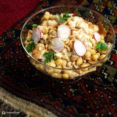 "Repost from @farahskitchen #day4 One of the many dishes that are known to be among Ramadan's iftar foods is ""fatteh"". This is #hummus #fatteh and it is absolutely a very delicious and fulfilling dish! I would have it as a complete meal on its own. This dish consists of a layer of toasted crunchy pita bread bites, topped with boiled chickpeas, tahini sauce ( tarator), a good drizzle of melted ghee, and a bunch of toasted pine nuts at the very top  yummy! #foodphotography #heresmyfood… Lebanese Cuisine, Lebanese Recipes, Tahini Sauce, Pita Bread, Iftar, Chickpeas, Hummus, Pine, Food Photography"
