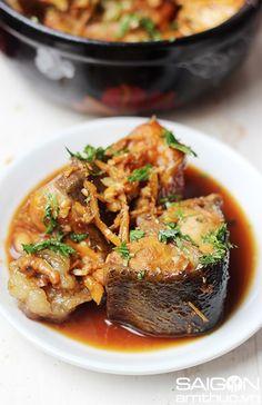 Bí quyết làm món cá mè om xì dầu ngon đúng điệu - http://congthucmonngon.com/173552/bi-quyet-lam-mon-ca-me-om-xi-dau-ngon-dung-dieu.html