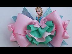 Laço princesa. - YouTube Diy Lace Ribbon Flowers, Ribbon Art, Ribbon Crafts, Ribbon Bows, Diy Crafts, Crochet Leaf Patterns, Disney Hair Bows, Hair Bow Tutorial, Baby Hair Clips