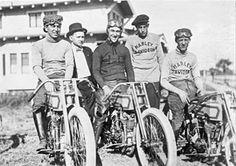 1915- Eeek!! It's a gang of thugs.