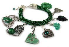 Kamienie szmaradgu cenione w jubilerstwie od czasów starożytnych symbolizuje witalność, siłę i szczęście. Tym wszytskim dzielą sie z Wami Biżuteryjki <3 Charmed, Bracelets, Jewellery, Charm Bracelets, Jewels, Jewelry Shop, Jewerly, Bracelet, Jewelery