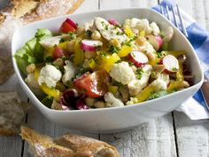 Das Auge isst hier mit: Hähnchen-Blumenkohl-Salat - smarter - Kalorien: 350 Kcal - Zeit: 45 Min. | eatsmarter.de