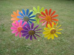 Happy Daisies are plastic garden ornaments that spin in the wind and have been available since Garden Ornaments, Daisies, Spin, Different Colors, Colours, Happy, Daisy, Ser Feliz, Happiness