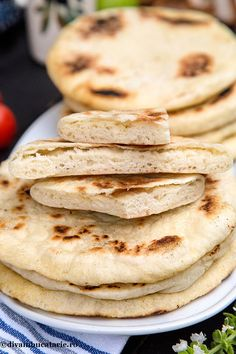 PITA GRECEASCA   Diva in bucatarie Bread Recipes, Vegan Recipes, Breakfast Recipes, Deserts, Food And Drink, Yummy Food, Sweets, Homemade, Cooking