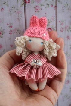 Miniature cloth art doll for dollhouse scale is in cm) high only! Tiny Dolls, Soft Dolls, Tilda Toy, Homemade Dolls, Doll Sewing Patterns, Fabric Dolls, Miniature Dolls, Handmade Toys, Felt Crafts