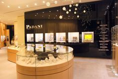 Image result for minimal contemporary luxury jewelry showroom interior