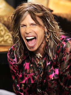 I've never been a fan of American Idol... but I love Steven Tyler and I LOVE his big mouth :D