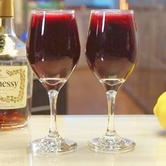Girls Night In Food, Night Food, Strawberry Wine, Strawberry Blueberry, Red Sangria Recipes, Cocktail Recipes, Drink Recipes, Red Wine Cocktails, Tipsy Bartender