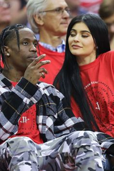 Kylie Jenner Travis Scott KUWTK Looks like Kylie Jenner has moved on from her ex Tyga after their break up in March. Here's everything we know about her new beau. Kylie Scott, Travis Scott Kylie Jenner, Trending Celebrity News, Black Celebrity News, Trajes Kylie Jenner, Kylie Jenner Outfits, Angelina Jolie Now, Travis Scott Wallpapers, Blake Shelton And Gwen