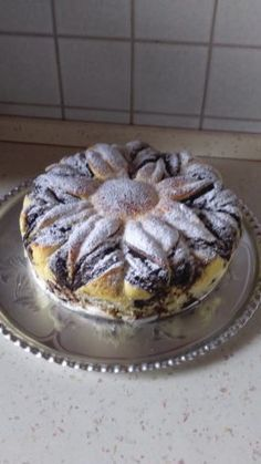 kruh cesta a natrieme zvyškom plnky. Na vrch položíme holý kruh cesta. Do stredu dáme Torte Cake, Bread And Pastries, Cake Recipes, Food And Drink, Pudding, Pie, Sweets, Cooking, Breakfast