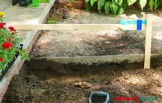 Measure the depth of a our dirt trench with a level and a stick to build DIY retaining walls Retaining Wall Construction, Backyard Retaining Walls, Building A Retaining Wall, Backyard Walkway, Garden Retaining Wall, Small Backyard Landscaping, Patio, Landscaping Blocks, Landscaping Ideas