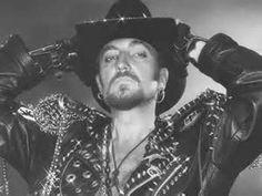 Tino Casal, fue un cantante y compositor español de música pop, dentro de las corrientes tecno y New Romantic. Es una figura clave de la Movida madrileña, en la que destacó por sus audacias musicales y barroquismo visual.