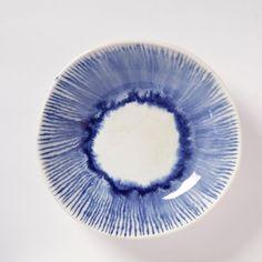 Shallow serving bowl