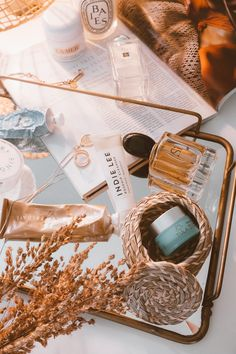 Simply beautiful skin care example for that radiant skin. Please analyze this flawless pin number 6401083135 here. Cream Aesthetic, Gold Aesthetic, Classy Aesthetic, Aesthetic Beauty, Aesthetic Makeup, Aesthetic Photo, Aesthetic Pictures, Flat Lay Photography, Product Photography